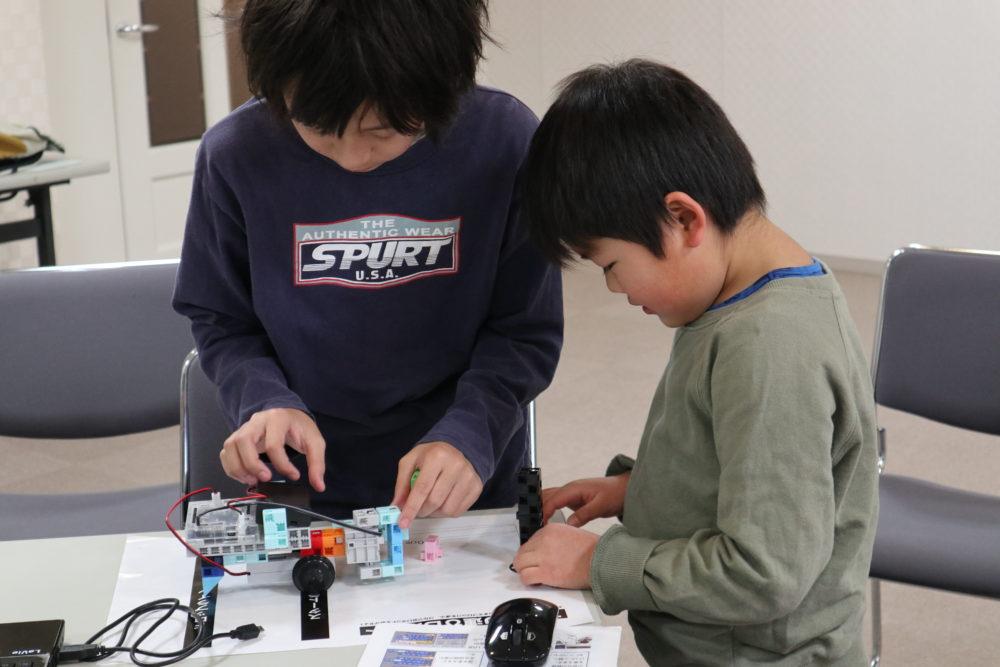東戸塚プログラミング教室の様子、小学生